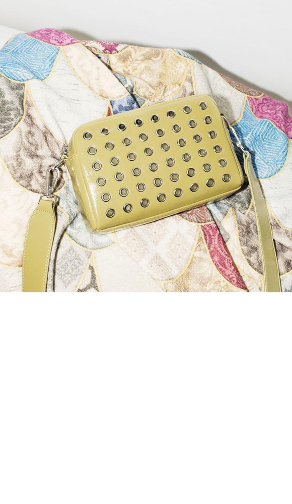 Hvisk Luster Studded Crossbody Army green 스트랩크로스백